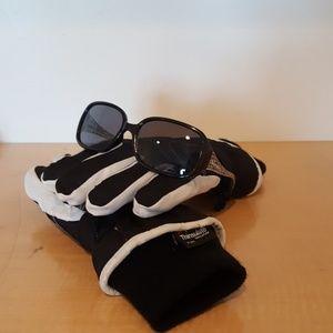 Girls ski gloves and sunglasses-0013
